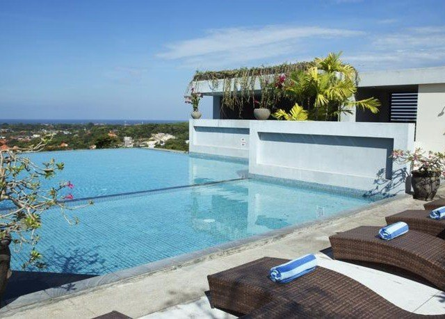 swimming pool property Villa condominium Resort home cottage backyard