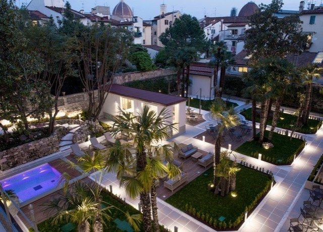 tree property Resort condominium mansion swimming pool Villa home residential area backyard plaza