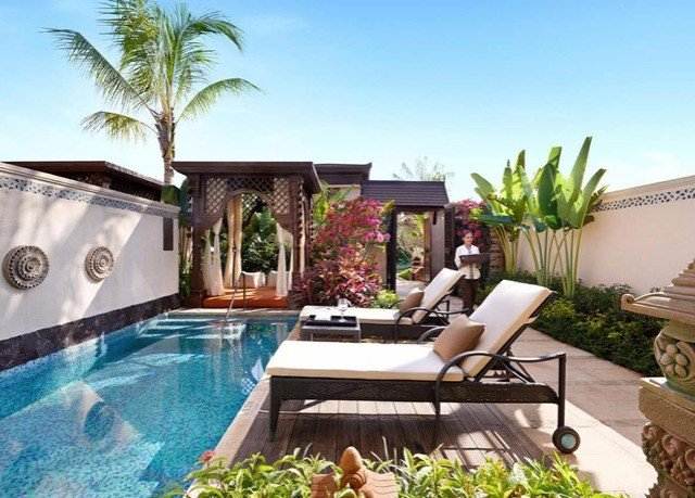swimming pool property leisure Villa condominium home backyard Resort mansion cottage plant