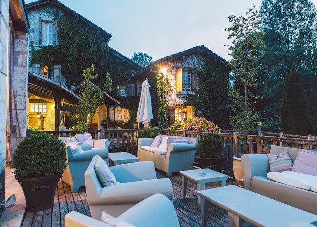tree property Resort house Villa home restaurant cottage backyard