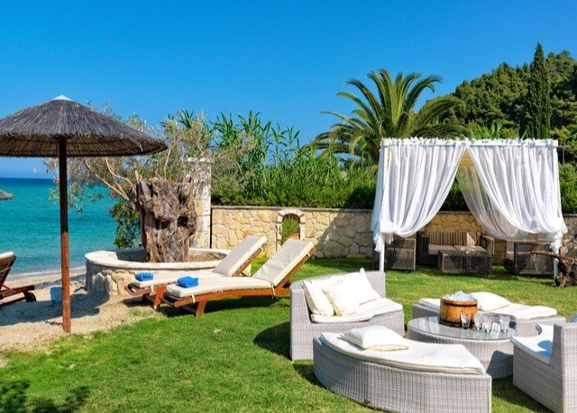 grass tree leisure property swimming pool Villa Resort lawn backyard cottage eco hotel