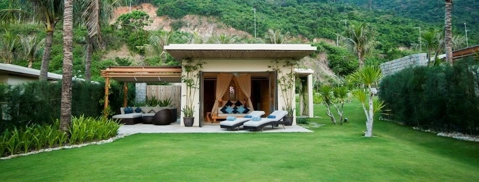 grass property backyard Villa home cottage outdoor structure gazebo mansion eco hotel Resort house pavilion hacienda lawn log cabin