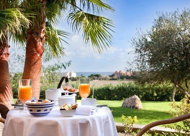 tree sky property Resort Villa home hacienda backyard plant dining table