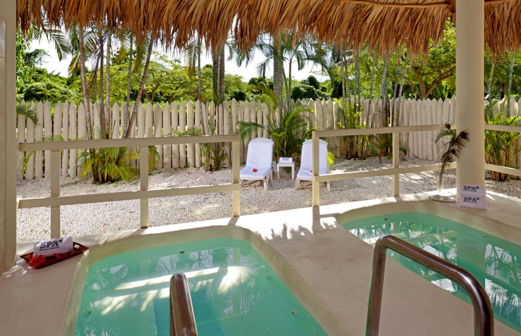 green swimming pool leisure property Resort backyard Villa hacienda