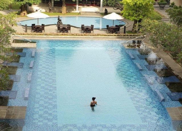 swimming pool house property leisure Resort reflecting pool Villa backyard thermae swimming