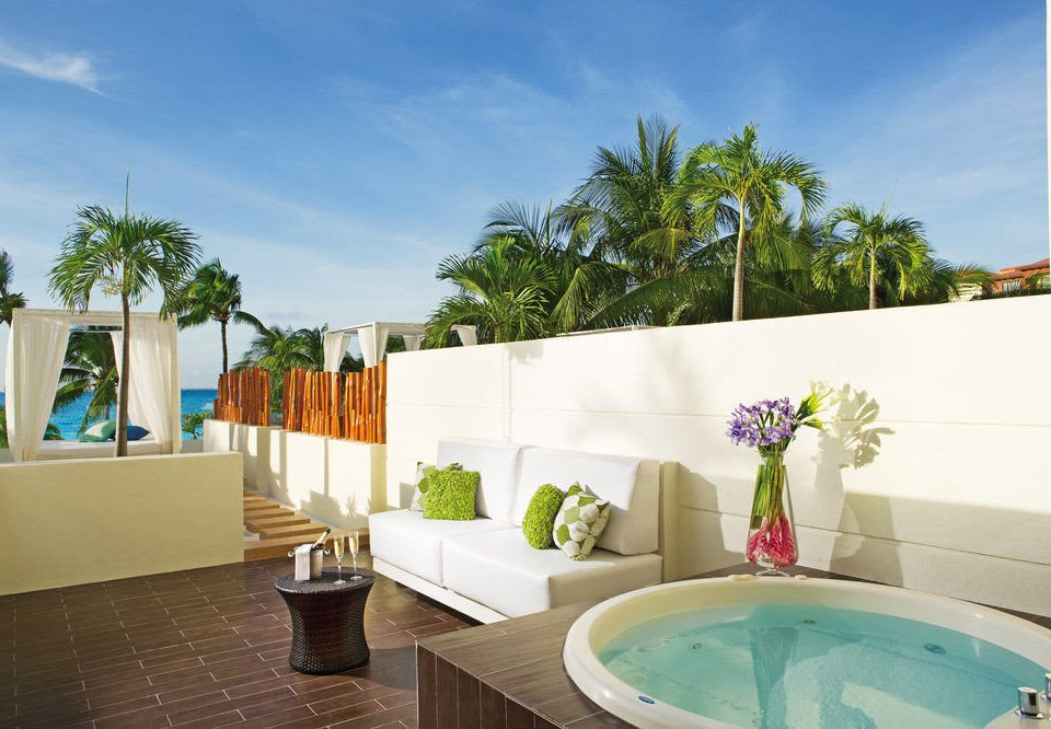 swimming pool property house condominium home Villa Resort bathtub