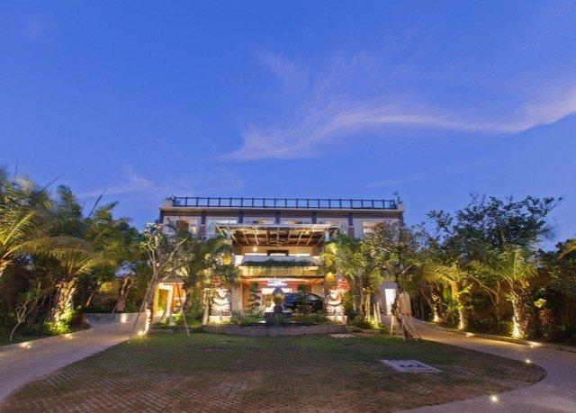 tree sky property building Resort residential area home mansion condominium Villa way road
