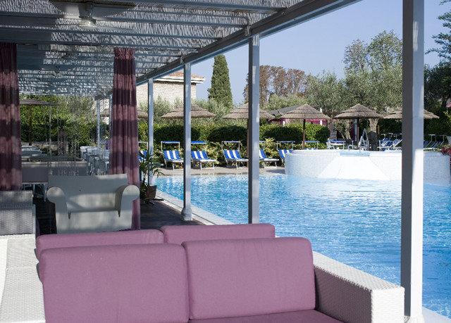 leisure property swimming pool building condominium Resort Villa home outdoor structure overlooking