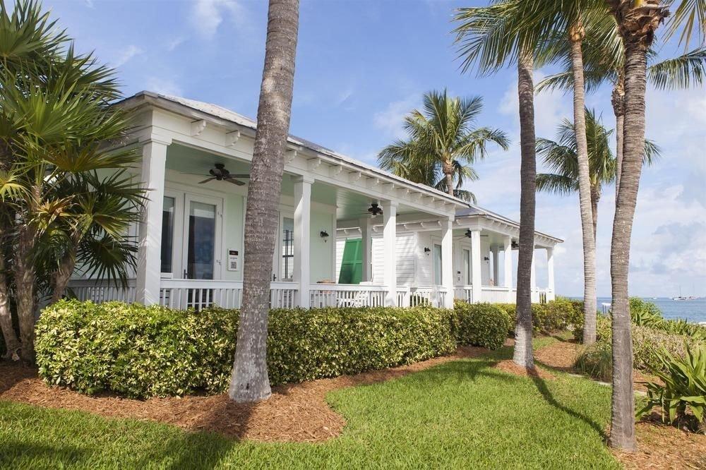 grass tree sky property home house Villa palm building plant Resort condominium hacienda mansion cottage