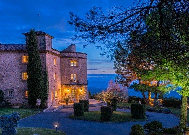 tree sky property building house home Villa landscape lighting mansion cottage hacienda Resort