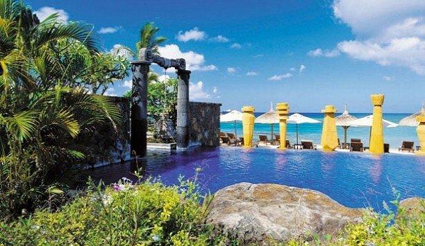 tree Resort property leisure swimming pool resort town hacienda Villa mansion caribbean landscaping sky