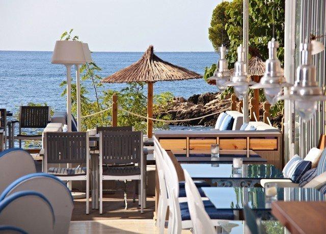 chair leisure property Resort restaurant lawn Villa cottage set overlooking