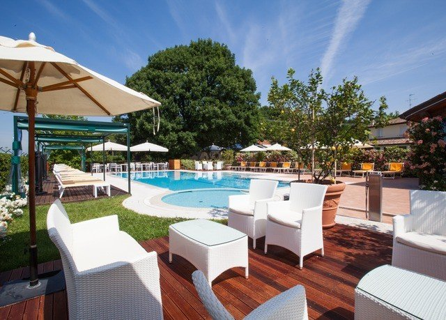tree chair property Resort leisure Villa swimming pool restaurant eco hotel set