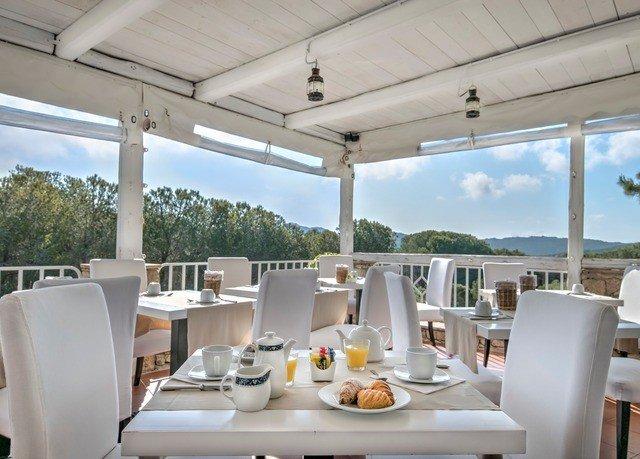 property restaurant home Villa Resort condominium cottage dining table