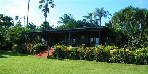 tree grass sky property Resort home plant Villa green eco hotel cottage plantation hacienda lawn lush