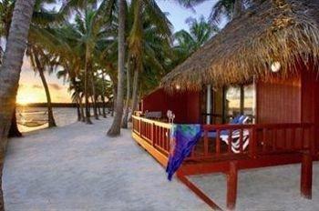 ground property Resort hut hacienda Villa cottage eco hotel tree plant