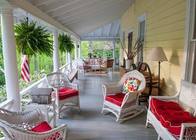 property living room porch home house cottage Villa Resort outdoor structure mansion