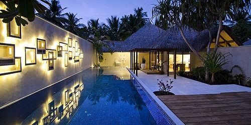 tree property Resort home Villa swimming pool cottage mansion