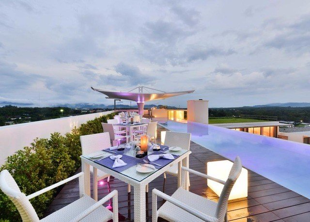 sky property Resort Villa vehicle swimming pool cottage set