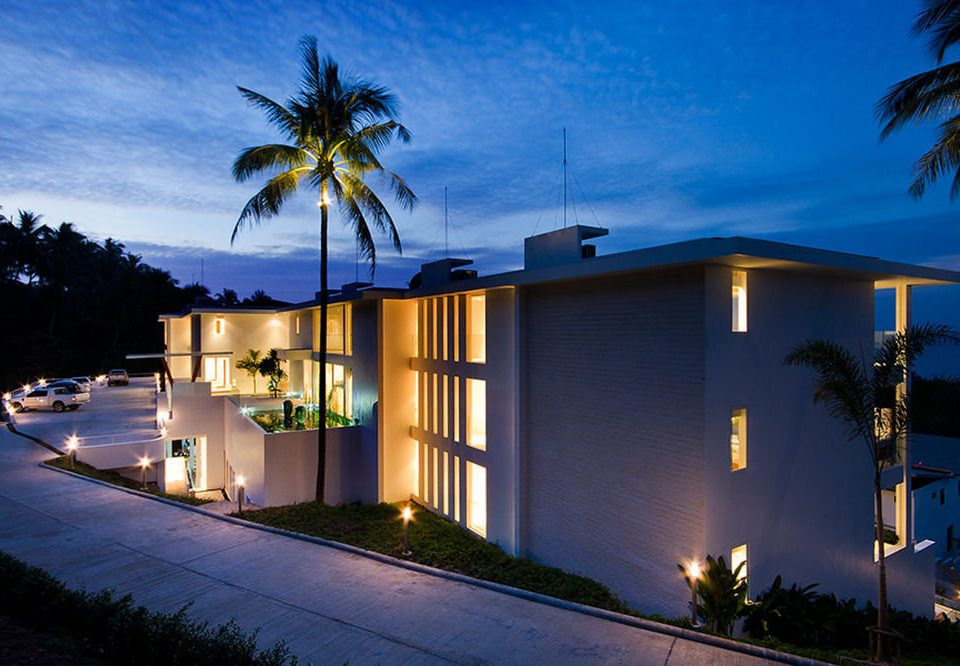 tree sky house night palm home residential area light evening lighting Resort dusk Villa plant