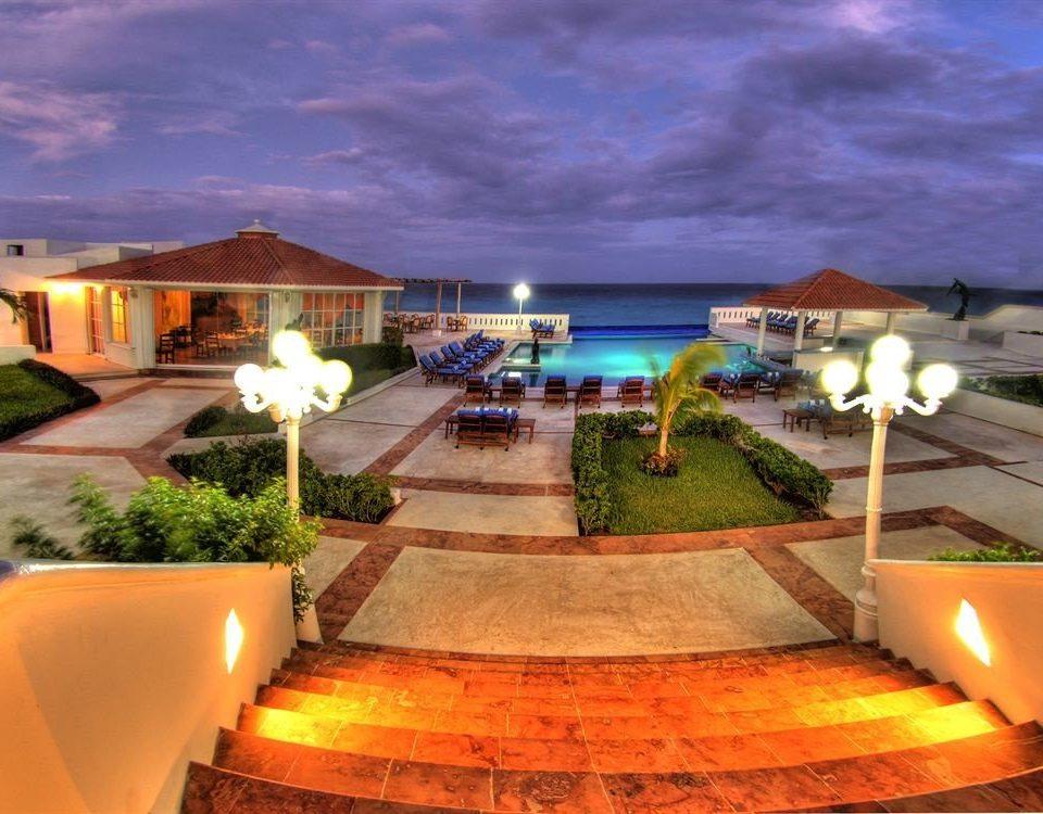 property leisure Resort swimming pool Villa hacienda home mansion