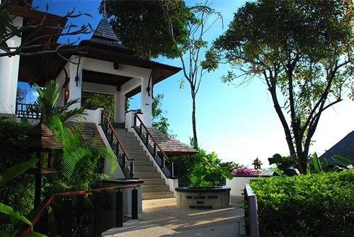 tree sky house property Resort Villa home residential area Village residential cottage hacienda mansion condominium plant bushes