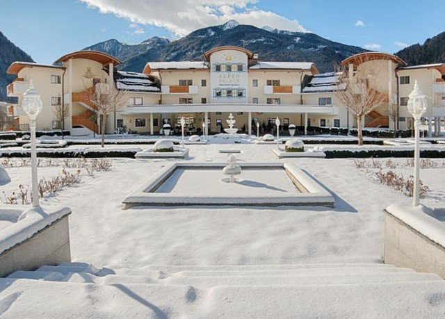 sky mountain snow property structure Winter roof plaza home Resort ice rink outdoor structure town square swimming pool arena