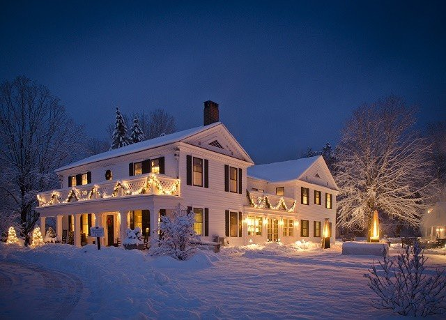 building sky snow Winter house home night tree weather season evening mansion log cabin Resort landscape lighting