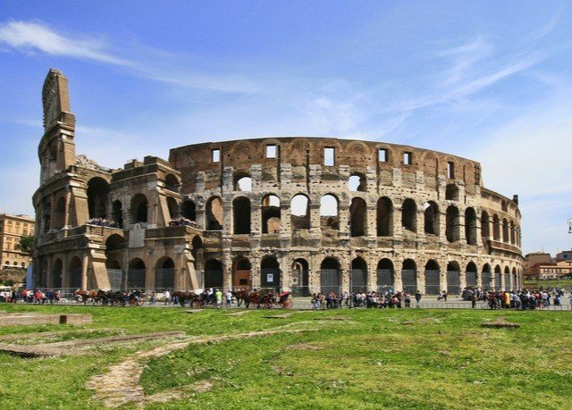 grass sky building historic site landmark ancient roman architecture palace ancient history amphitheatre ancient rome stately home plaza Ruins unesco world heritage site day