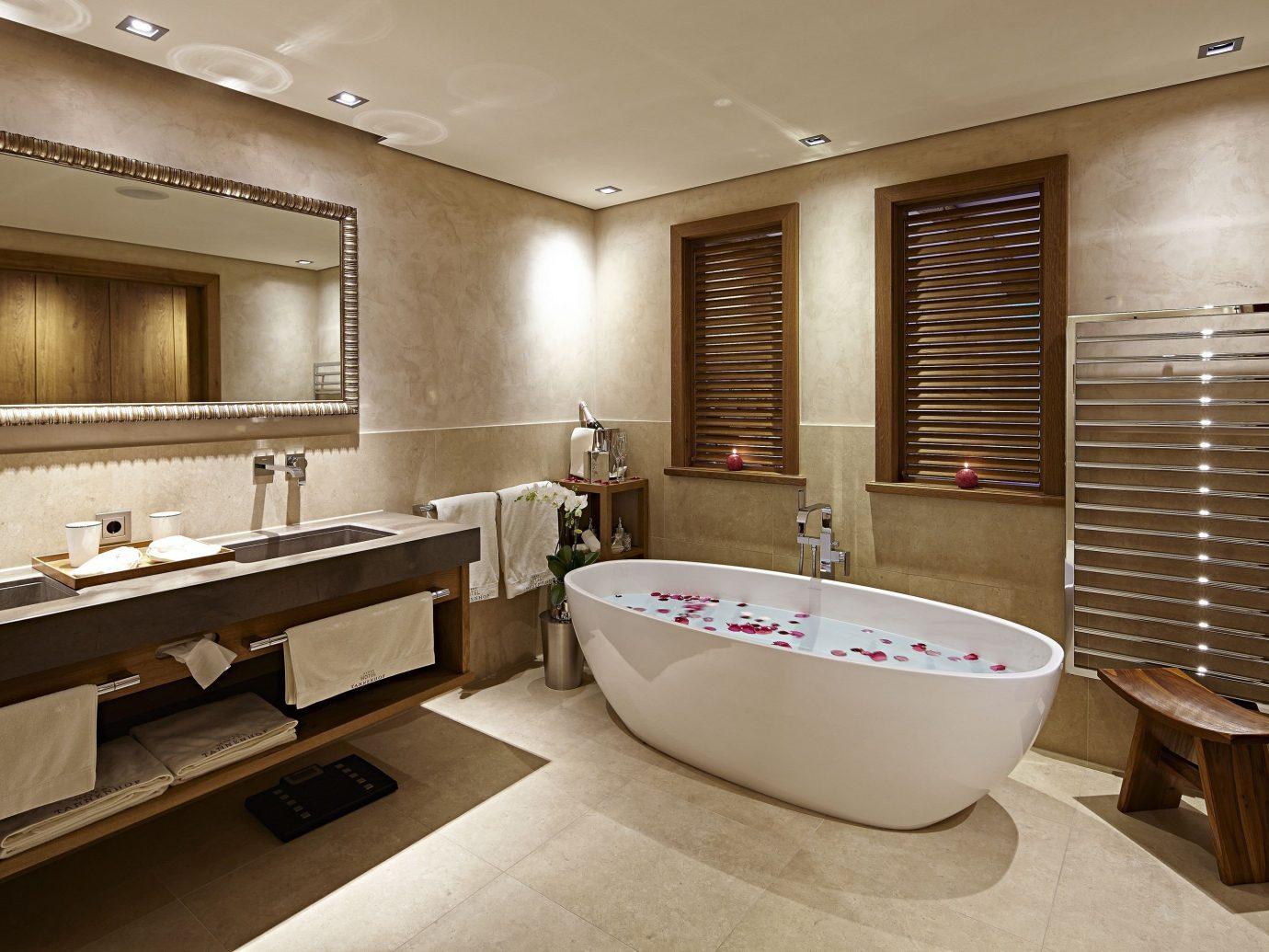 All-Inclusive Resorts Hotels indoor floor wall window room ceiling bathroom interior design Suite estate flooring sink interior designer tub Bath bathtub