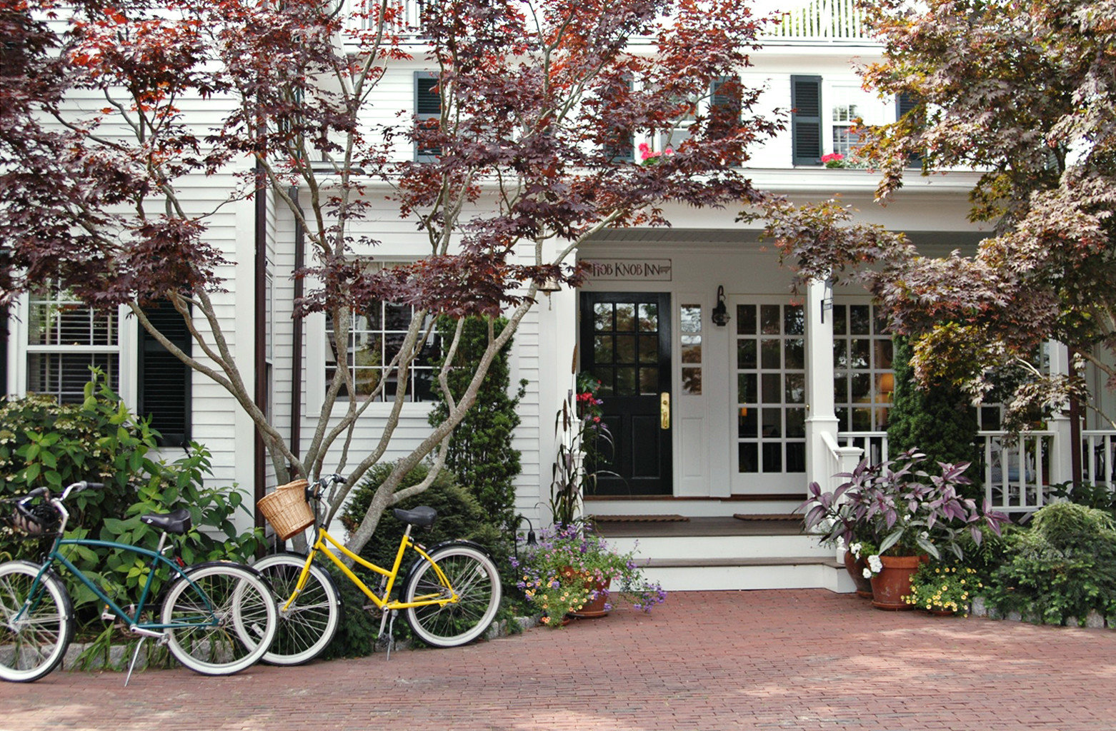 B&B Grounds Ocean Trip Ideas tree outdoor building bicycle ground house neighbourhood residential area home flower estate Courtyard yard Garden cottage parked