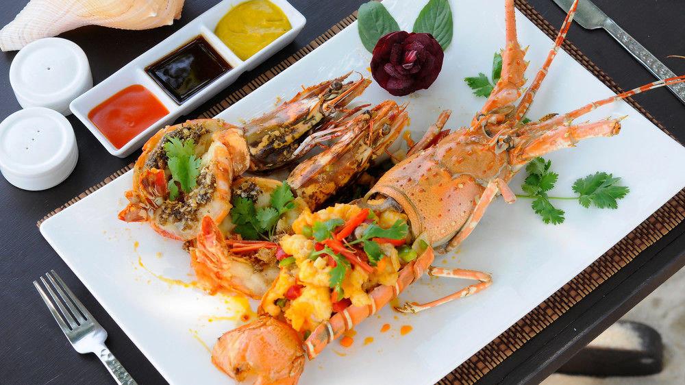 plate food arthropod cuisine fish Seafood hors d oeuvre asian food meat lobster shrimp piece de resistance