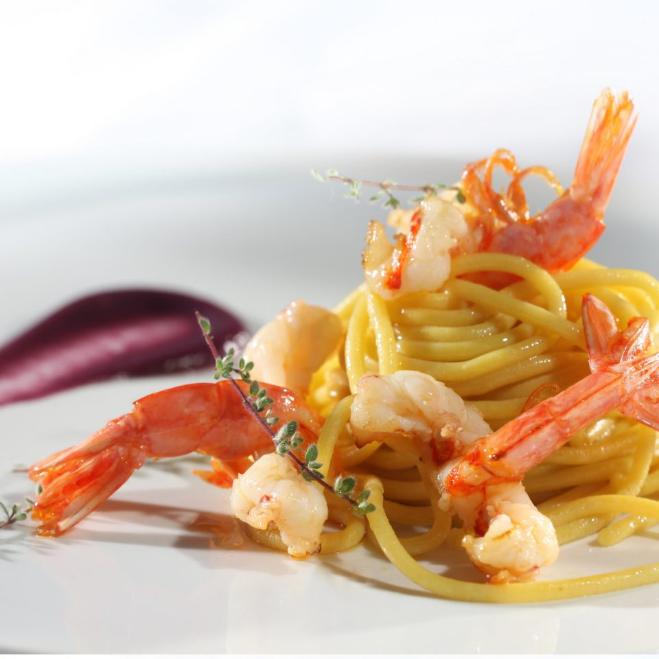 plate food arthropod spaghetti cuisine invertebrate italian food Seafood white scampi european food carbonara bucatini pasta shrimp linguine prawn meat lobster piece de resistance