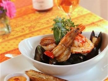food plate cuisine bouillabaisse Seafood fish restaurant asian food meat stew piece de resistance