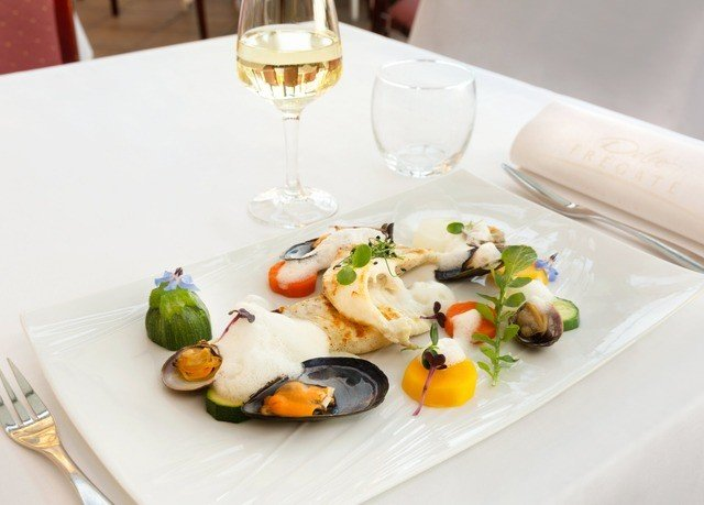 plate food wine cuisine Seafood hors d oeuvre restaurant sense mussel brunch breakfast clams oysters mussels and scallops dinner piece de resistance