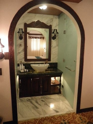 property bathroom cottage home Suite arch