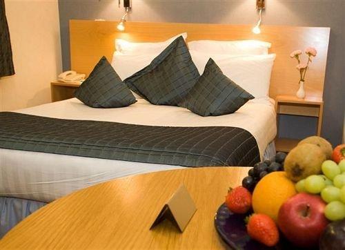 Suite bed sheet cottage sofa orange seat arranged