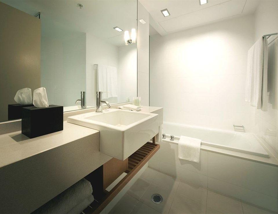 bathroom mirror sink property home plumbing fixture bathtub Suite bidet
