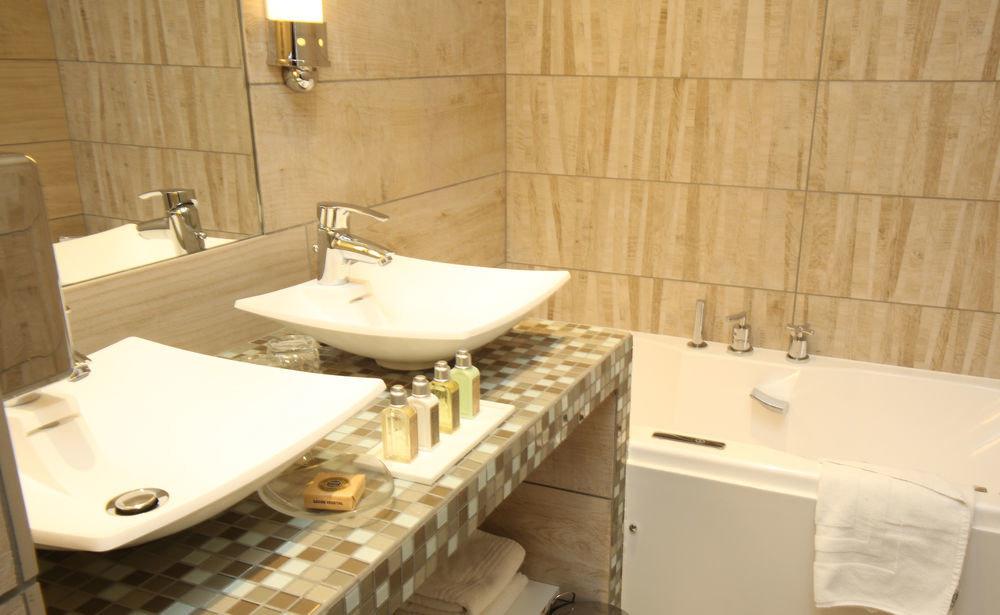 bathroom property toilet bathtub sink plumbing fixture bidet swimming pool countertop Suite cottage tiled