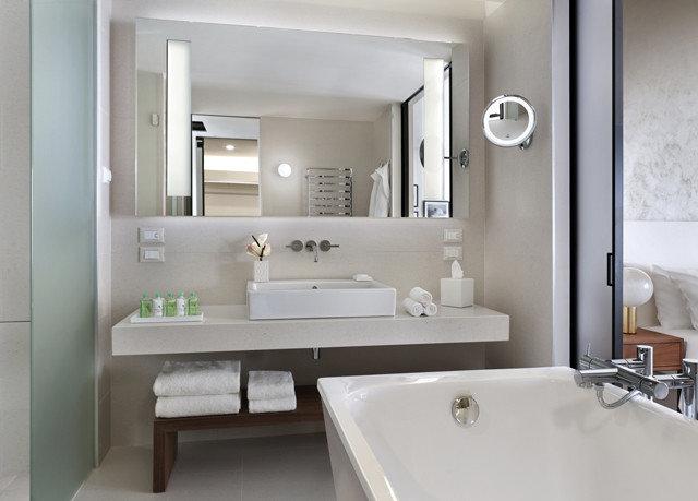 bathroom mirror sink property vessel home toilet white bidet Suite bathtub plumbing fixture tub rack water basin