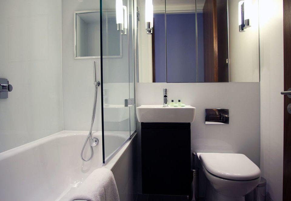 bathroom vessel toilet property plumbing fixture home sink white bidet Suite tub bathtub water basin