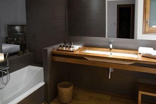 bathroom property countertop sink hardwood bathtub Suite plumbing fixture swimming pool cottage jacuzzi cabinetry flooring stove