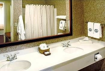 bathroom sink mirror property white Suite swimming pool jacuzzi plumbing fixture bathtub cottage clean