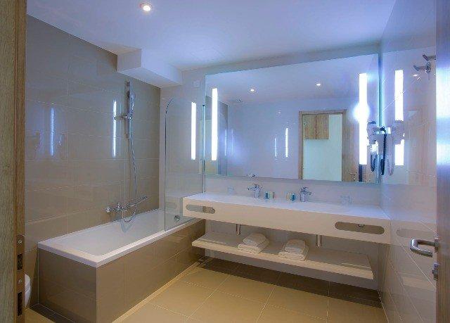 bathroom property home sink condominium Suite bathtub clean