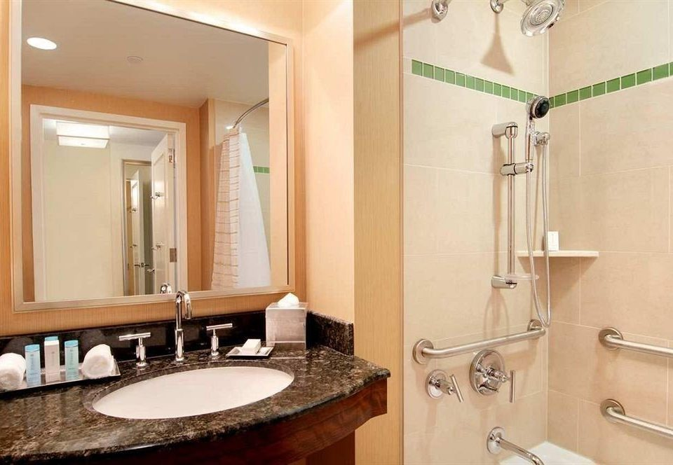 bathroom mirror sink property toilet home Suite towel vessel cottage vanity bathtub clean water basin rack tile