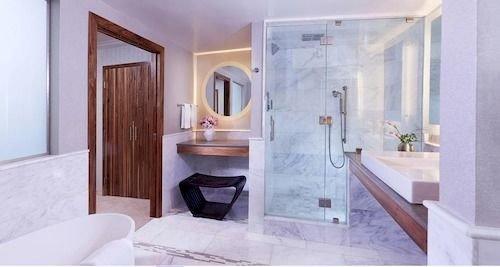 bathroom property Suite bathtub cottage