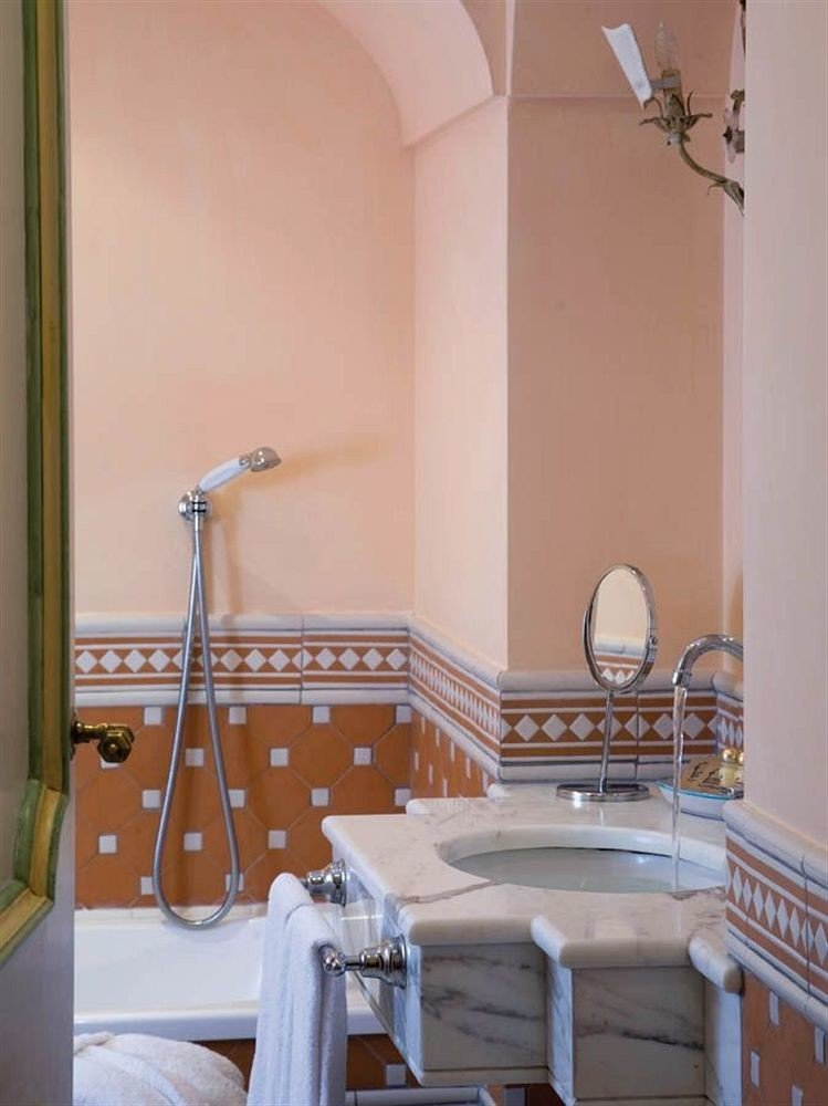 bathroom property home white cottage Suite bathtub