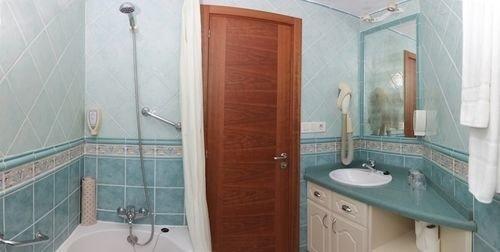 bathroom sink mirror property toilet bathtub swimming pool plumbing fixture cottage Suite tile tiled