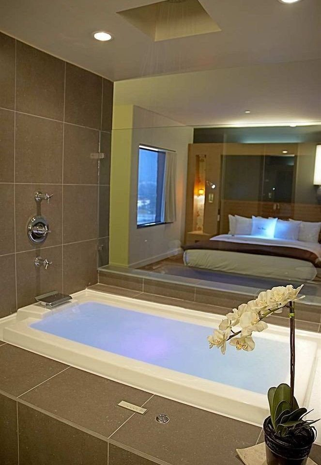 swimming pool property sink counter bathroom home lighting jacuzzi Suite recreation room bathtub