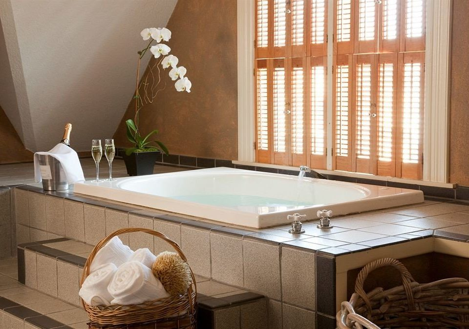 property bathroom bathtub hardwood swimming pool sink countertop plumbing fixture Suite jacuzzi